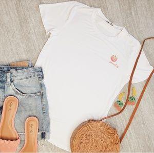 Tops - 🆕️Peachy tshirt in white